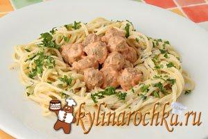 Куриные желудки под сливочно-брусничным соусом – кулинарный рецепт